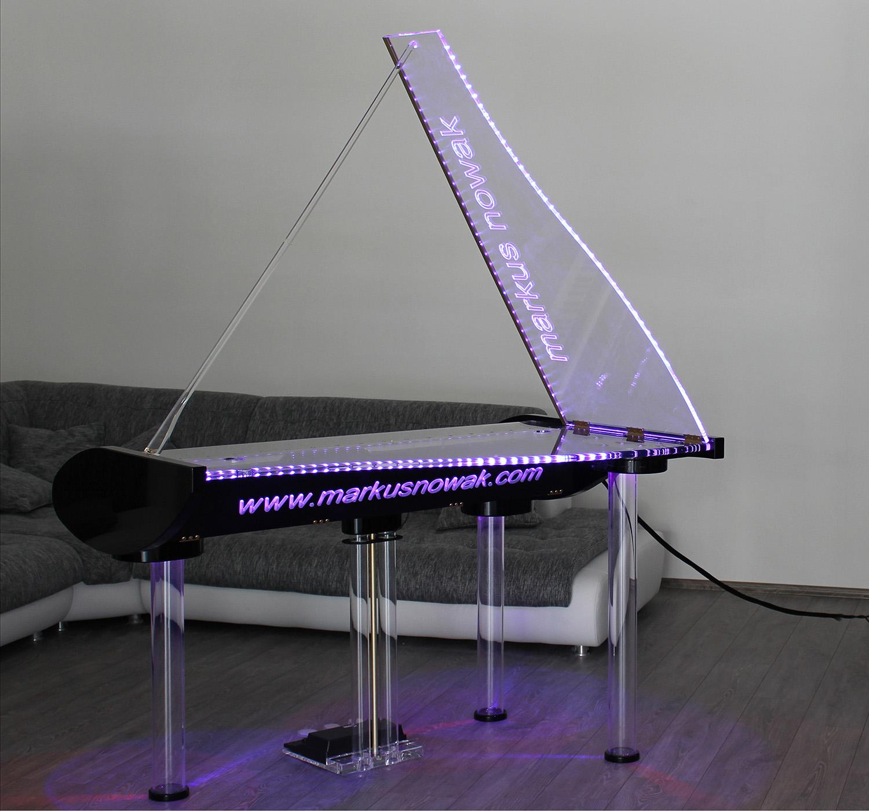 b hnenfl gel aus plexiglas main site root. Black Bedroom Furniture Sets. Home Design Ideas